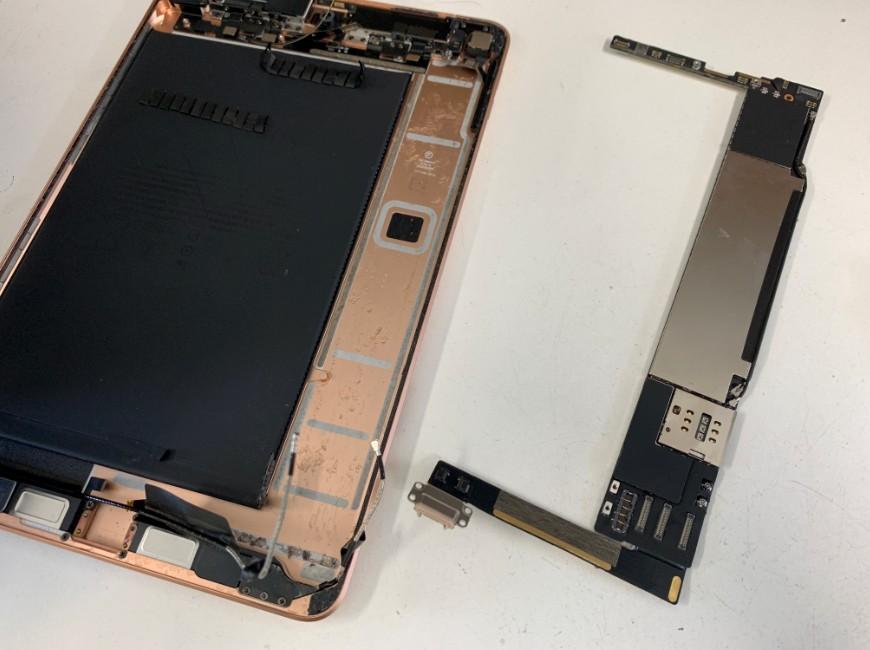 基板を取り出したiPad mini5
