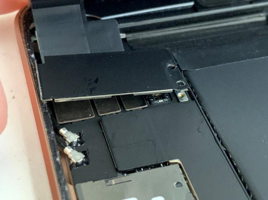 プレートが浮いたiPad mini5