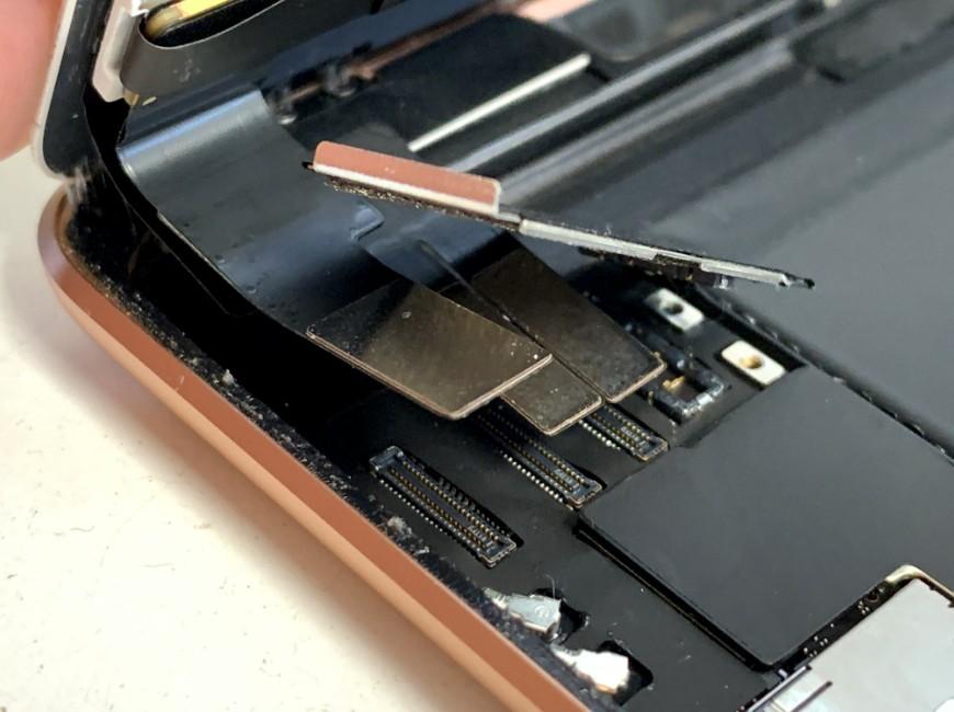 画面コネクタを外したiPad mini5