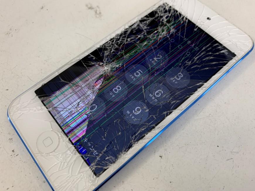 ガラスが割れて液漏れしているiPod Touch 第6世代