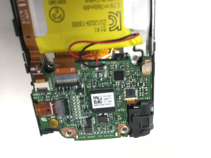 液晶画面のコネクタを外したWALKMAN NW-S313