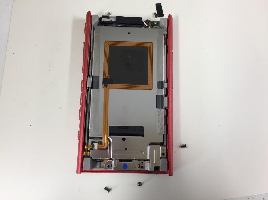 本体内部のネジを外したNW-A36