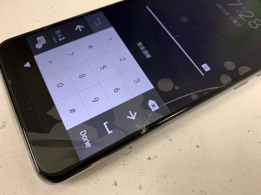 表面ガラスが割れたZenfone Max Pro M2(X01DBA)