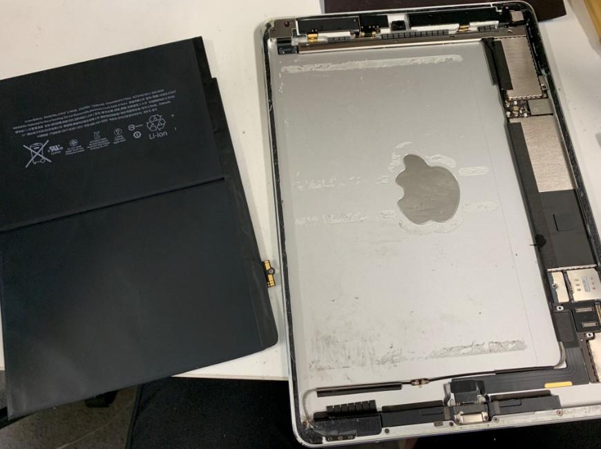 バッテリーを剥がしたiPad Air2