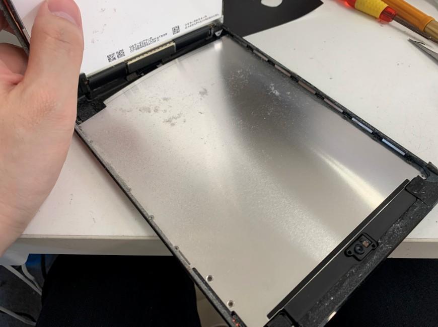 液晶画面を剥がしたiPad mini