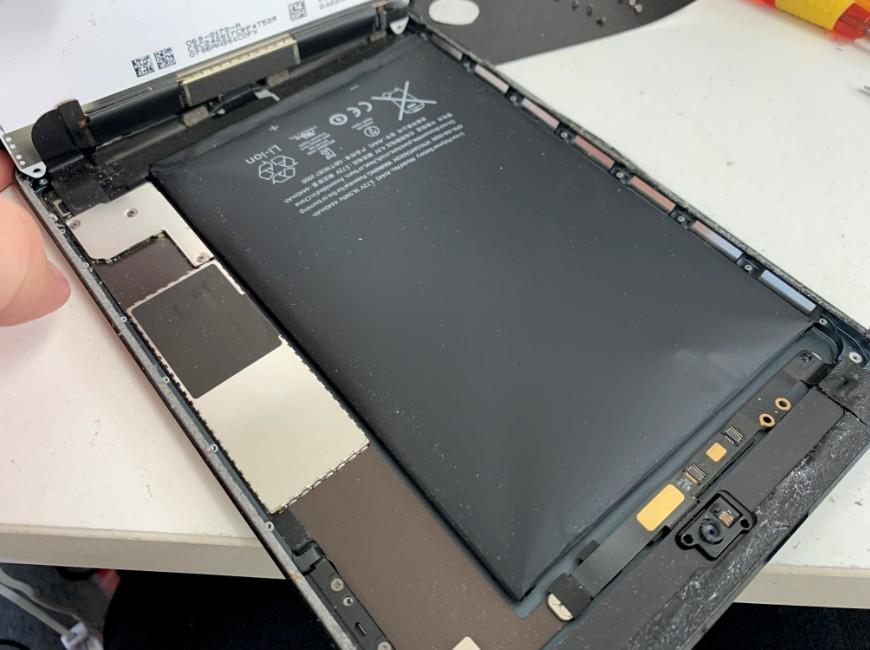 本体内の銀板を剥がしたiPad mini