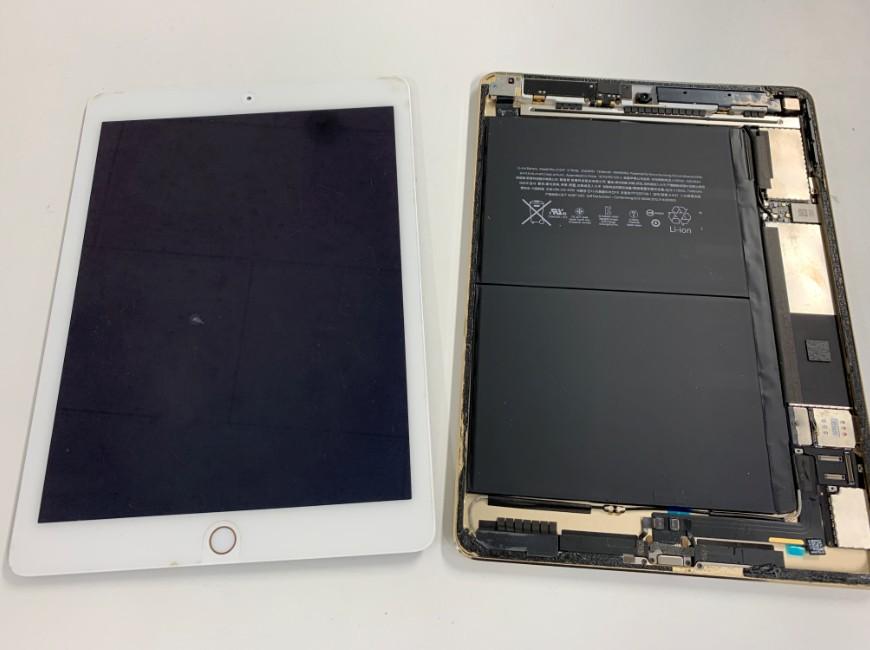 画面パーツを取り出したiPad Air2