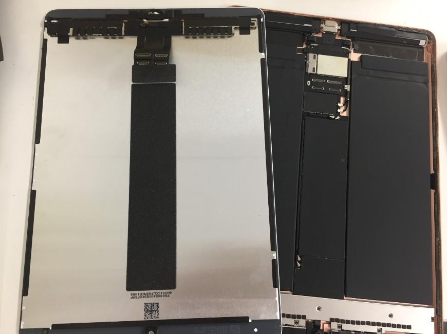 本体から画面パーツを取り出したiPad Air第3世代