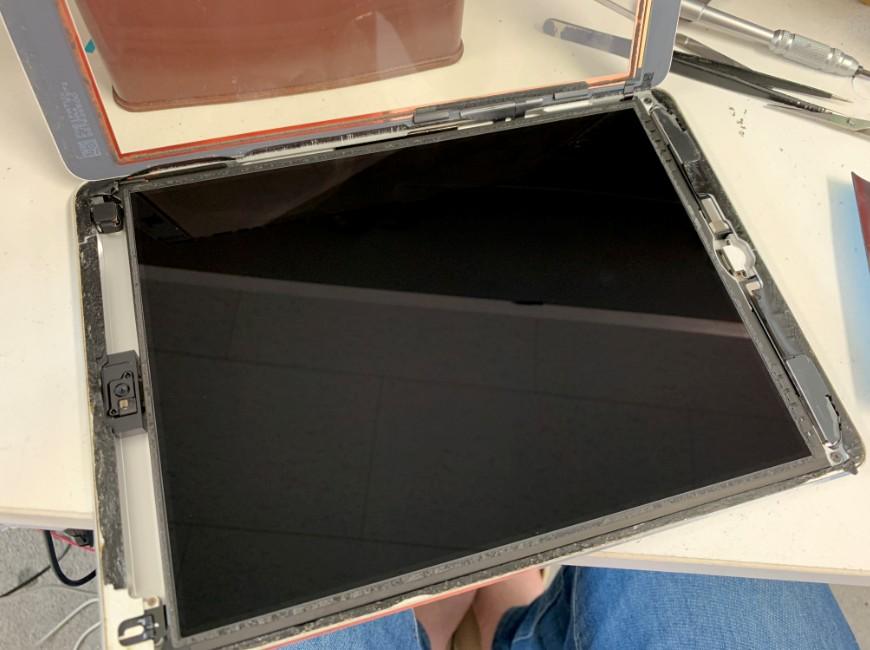 表面ガラスを剥がしたiPadAir