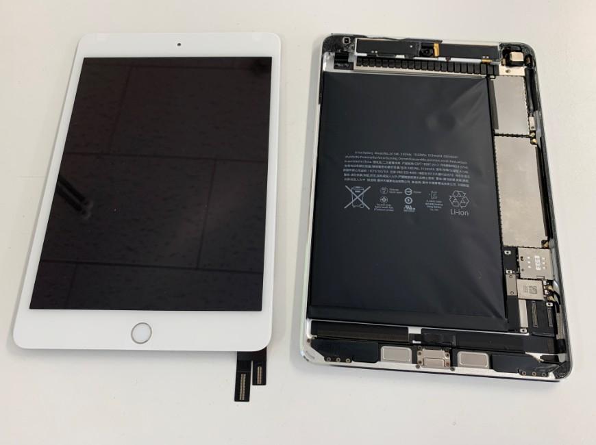 画面パーツを剥がしたiPad mini4
