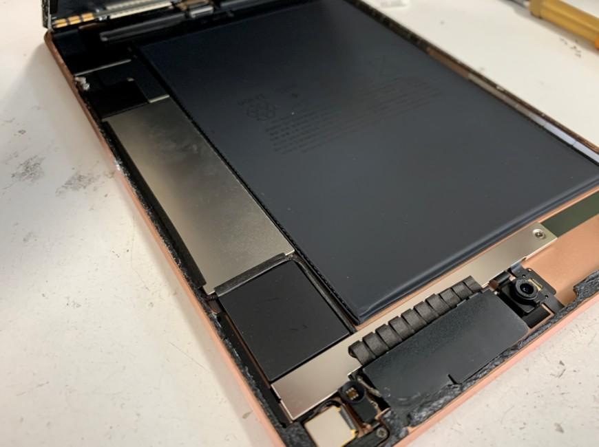 画面を持ち上げたiPad mini5