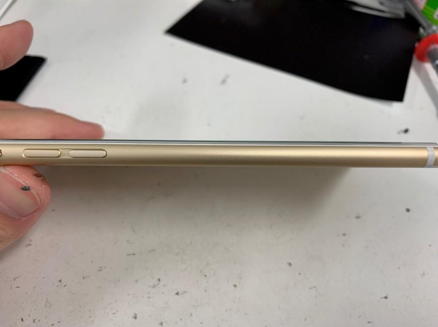 画面の浮きが改善したiPhone6Plus
