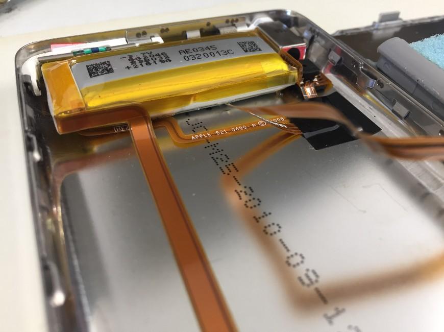 バッテリーが膨張しているiPod Classic