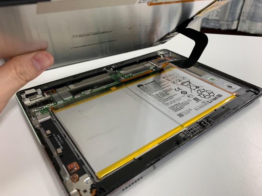 画面を剥がしたMediaPad M3 lite 10(BAH-W9)