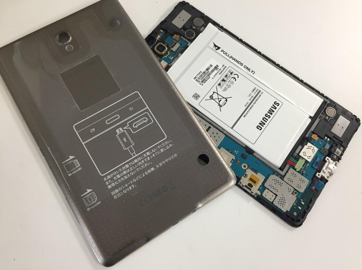 背面パネルを剥がしたGalaxy Tab S 8.4 (SC-03G)