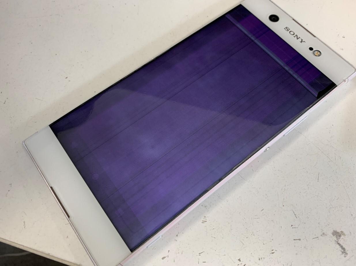 液晶全体が紫色に変色して操作出来なくなったXperia XA1 Ultta