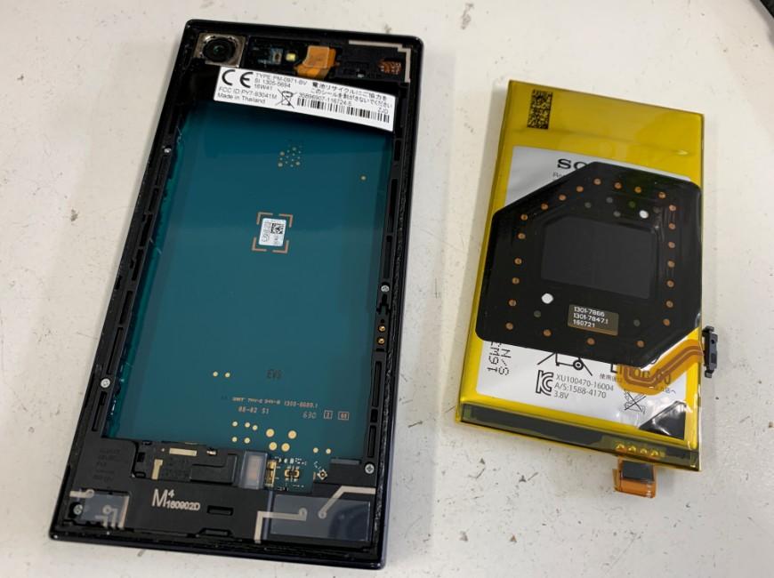 バッテリーを剥がしたXperia X Compact