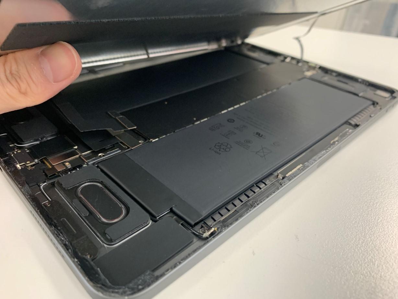 画面を剥がしたiPadPro11(第1世代)