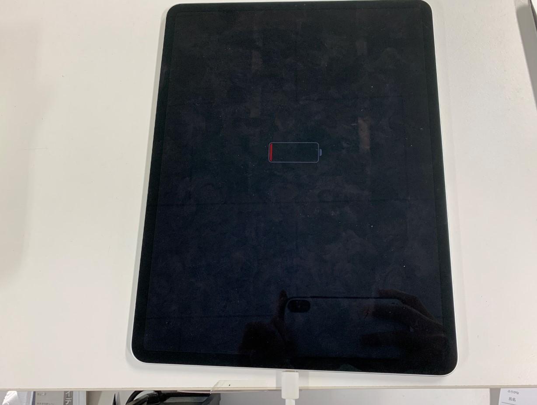 充電器を挿すと画面中央にバッテリーマークが出るだけで電源が入らないiPad Pro 12.9(第3世代)