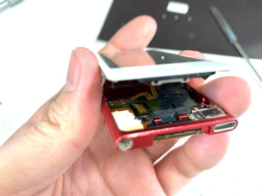 画面パーツを浮かせたiPod nano 第7世代