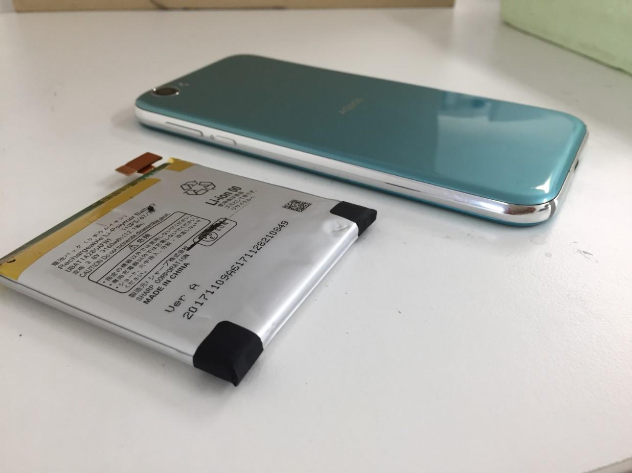 膨張したバッテリーを交換修理した後のAQUOS R
