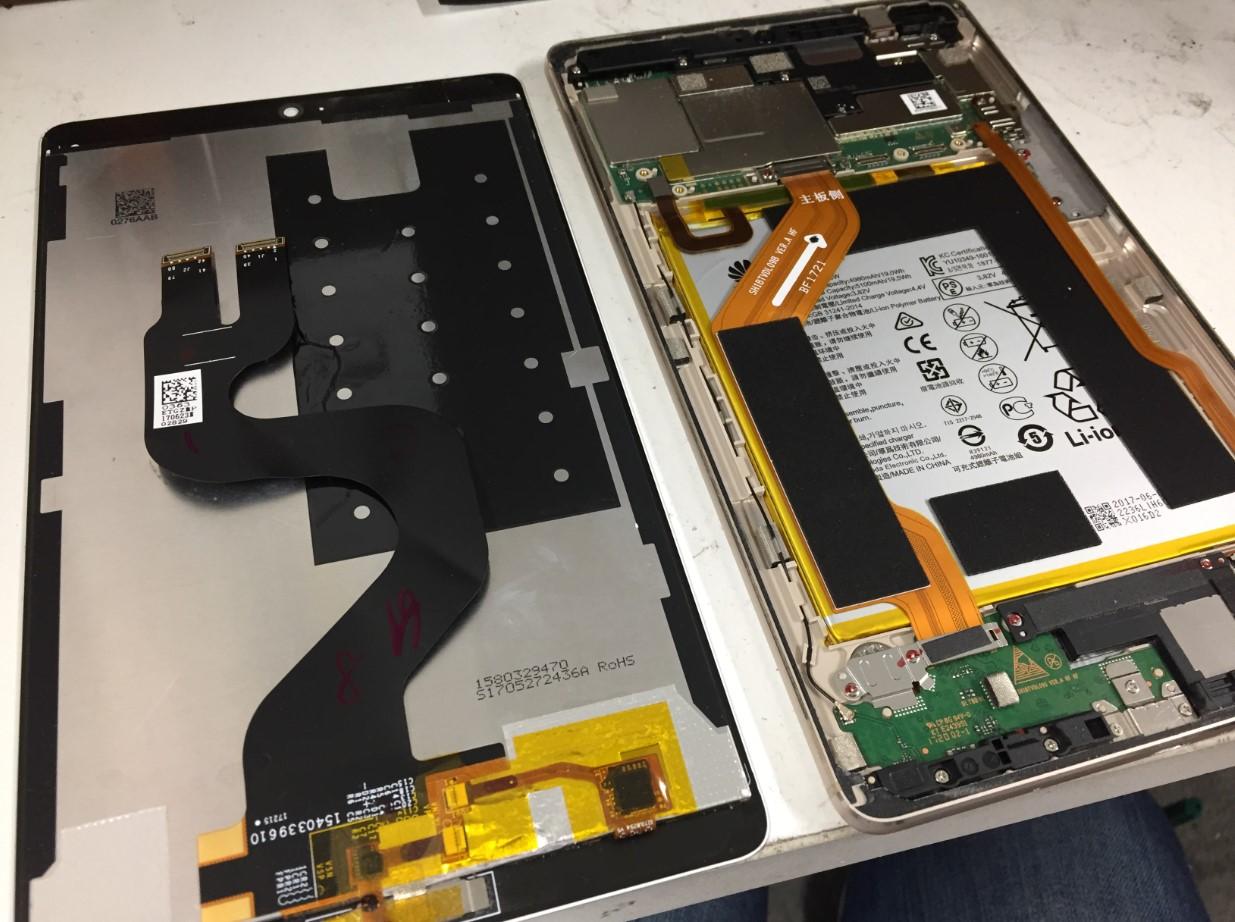 液晶画面を本体から剥がしたdocomoタブレット d-01J