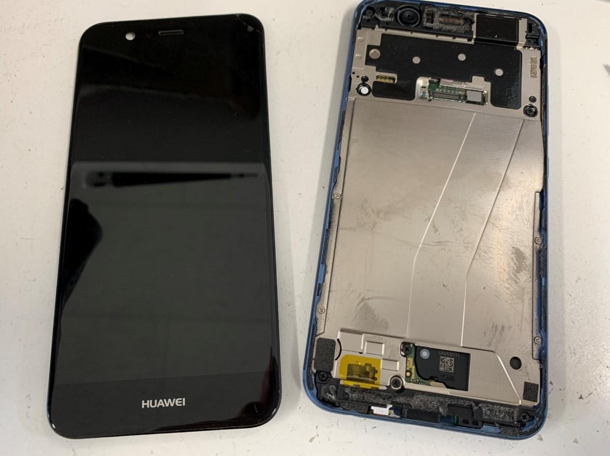 液晶画面を本体から取り出したHUAWEI nova2