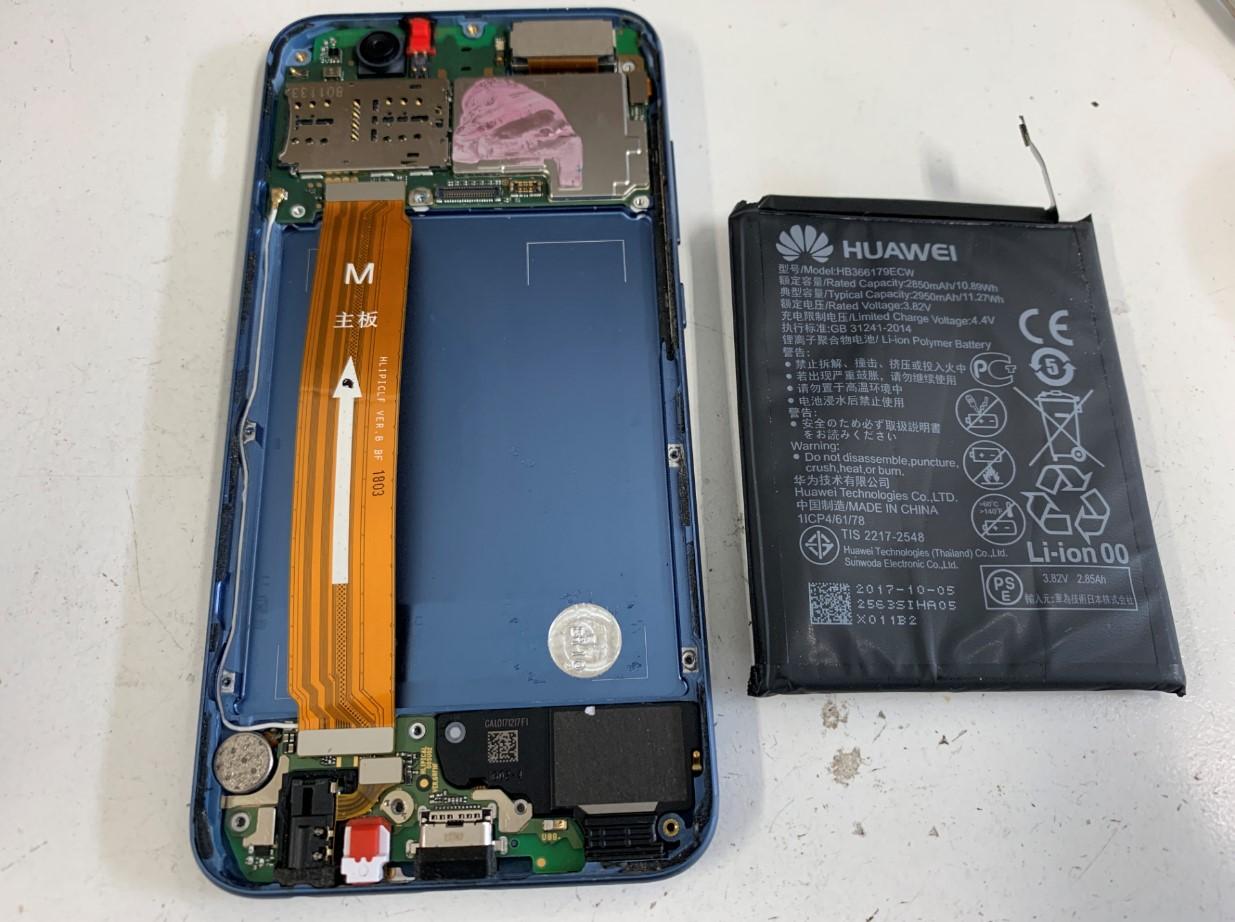 劣化したバッテリーを取り出したHUAWEI nova2