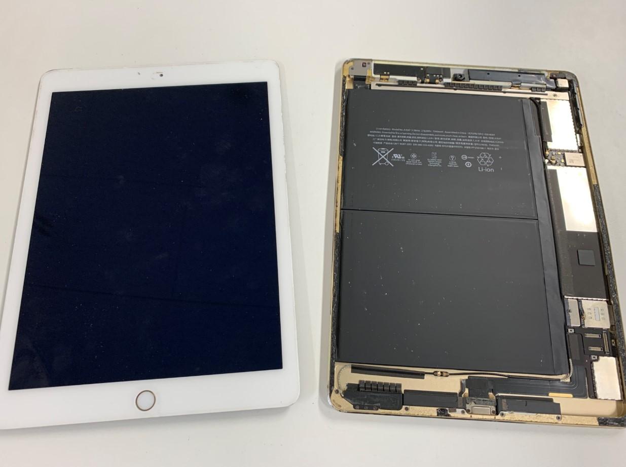 液晶画面を本体から剥がしたiPadAir2