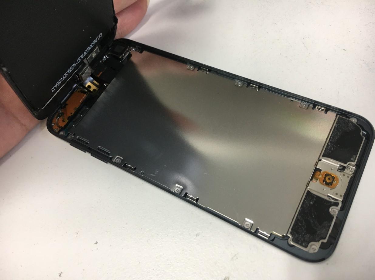 液晶画面を剥がしたiPodTouch 第5世代