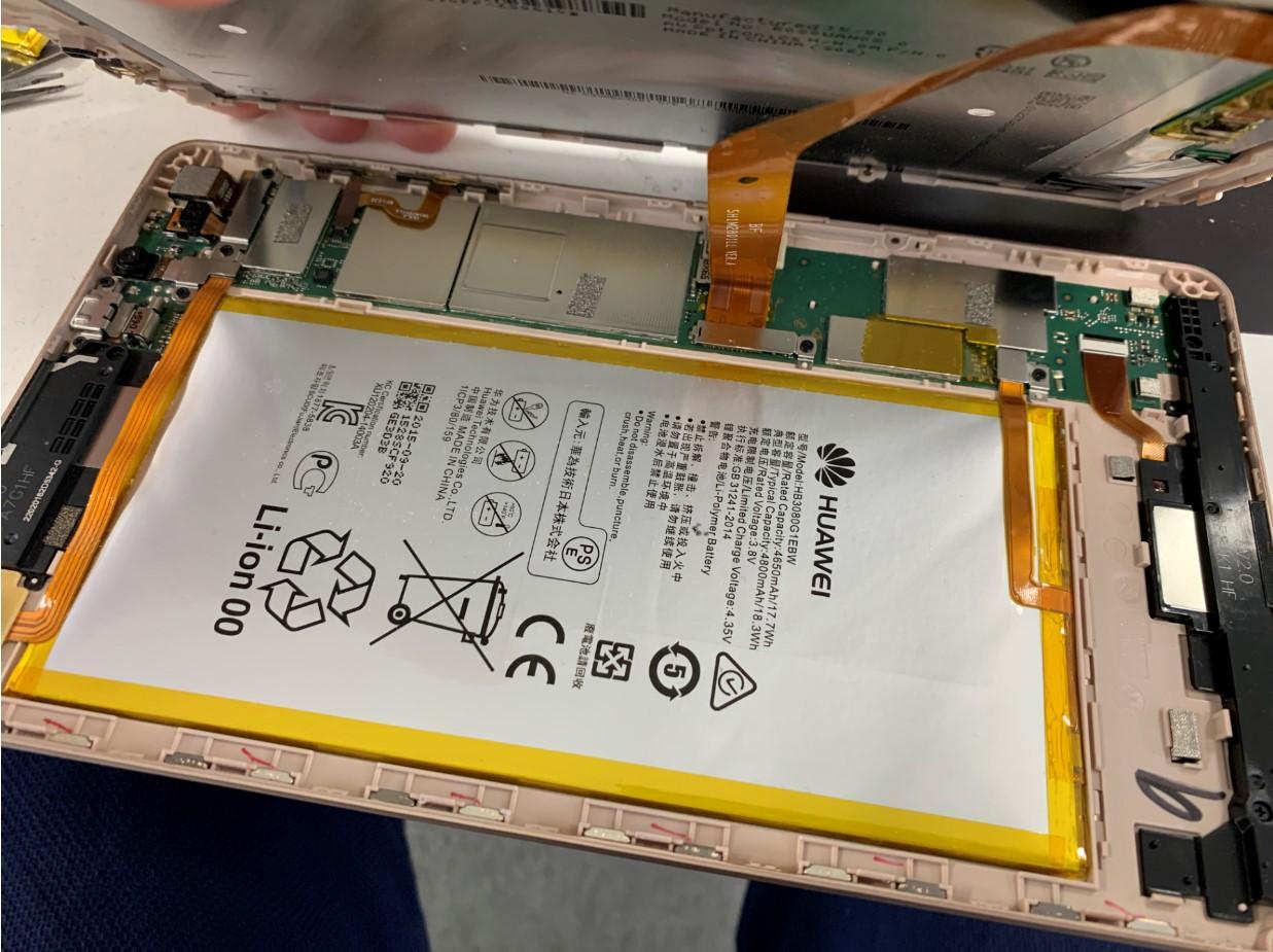 画面を剥がしたMediaPad M2 8.0