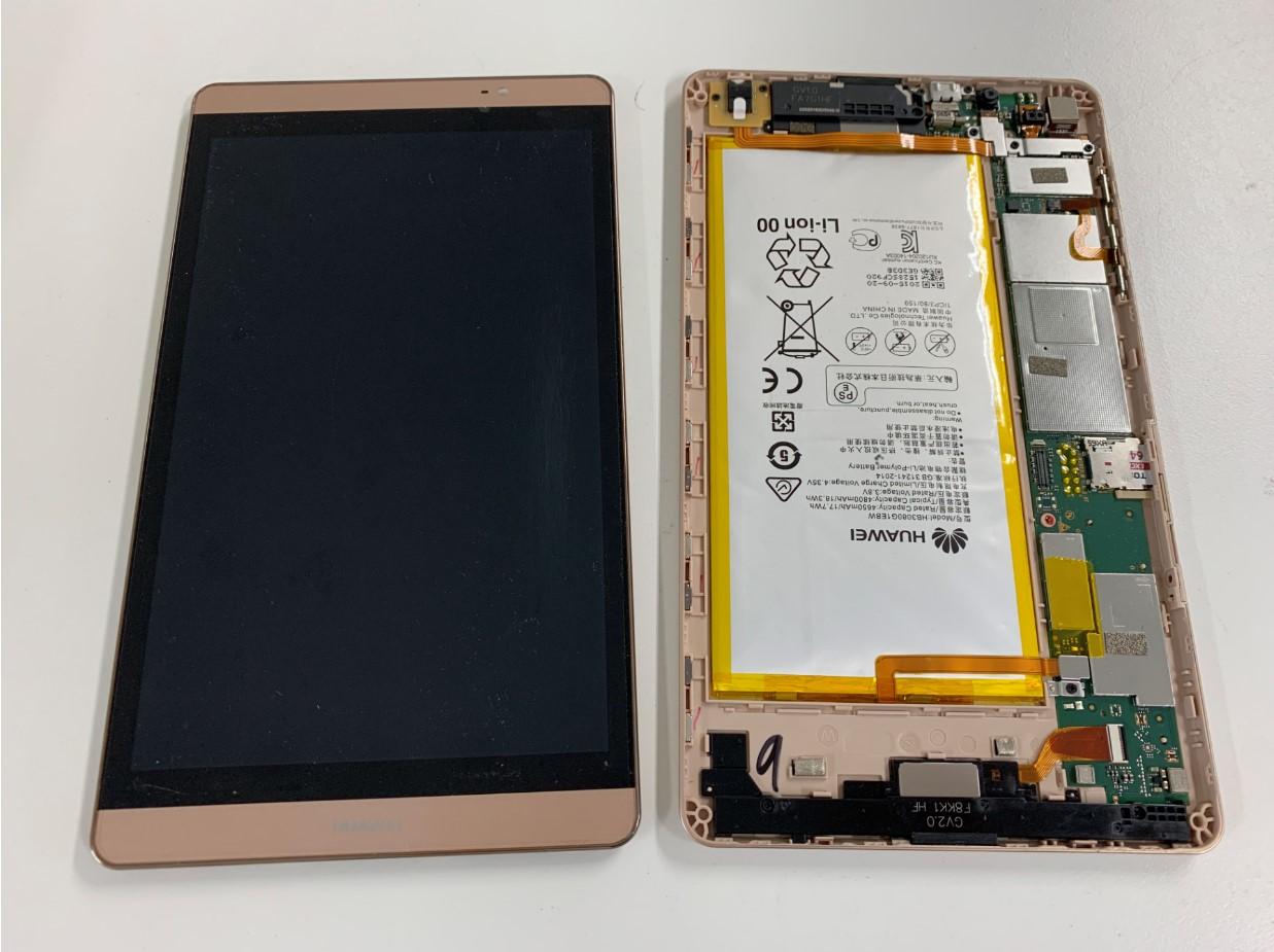 本体から液晶画面を取り出したMediaPad M2 8.0