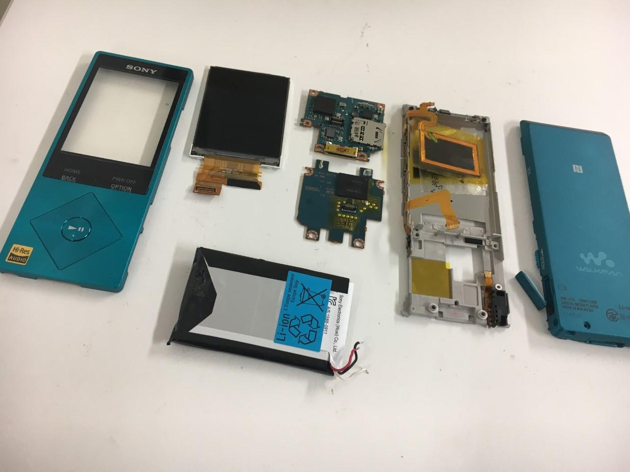 ウォークマンNW-A16を基板や液晶画面までバラバラに分解した
