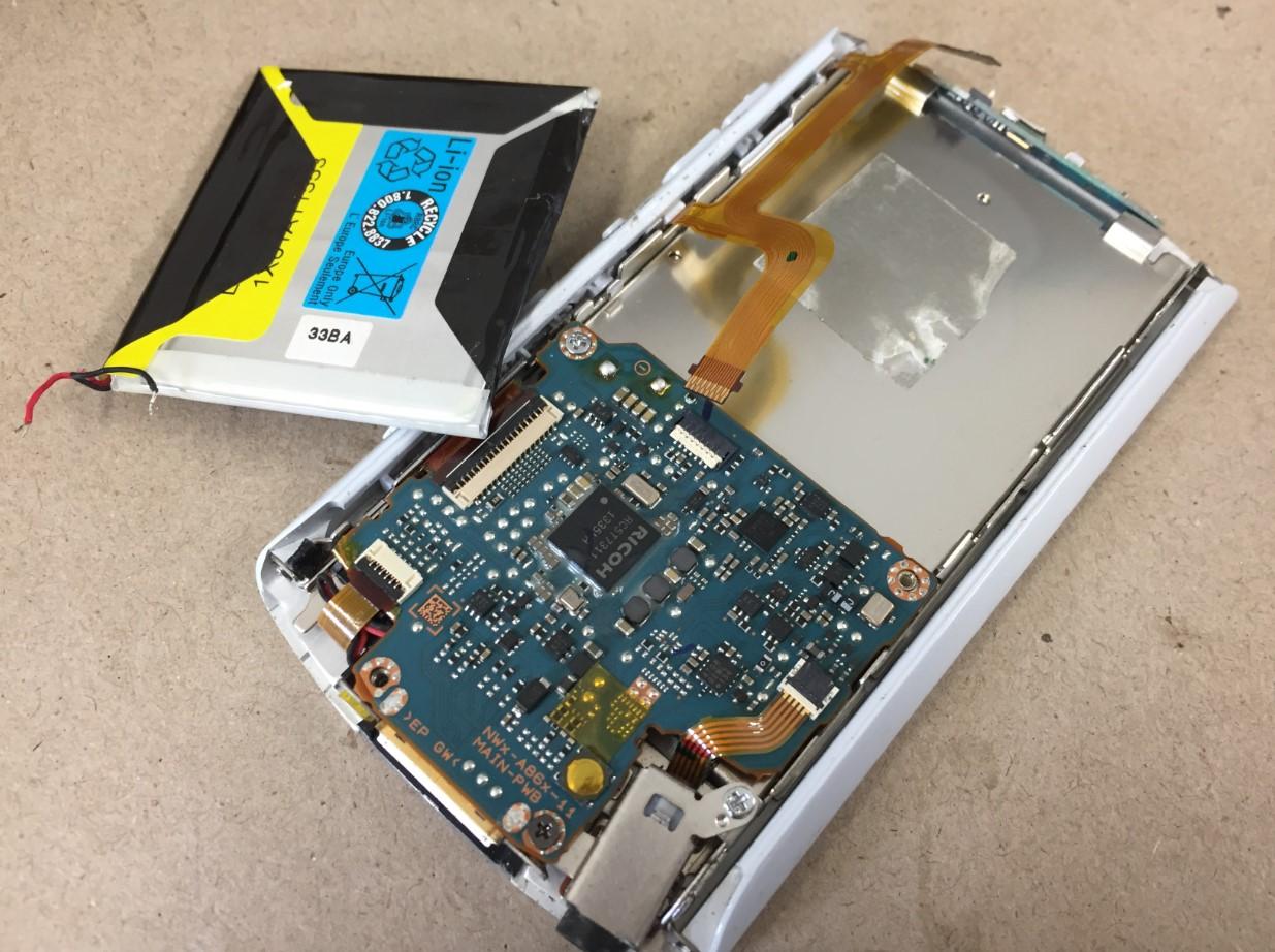 ついでにバッテリーも交換するウォークマン NW-A865
