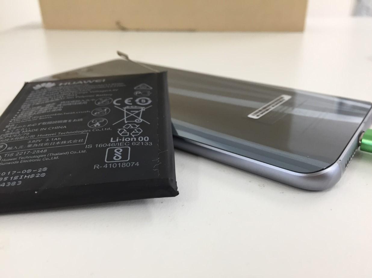バッテリー交換することで背面ガラスの浮きが改善したhonor9