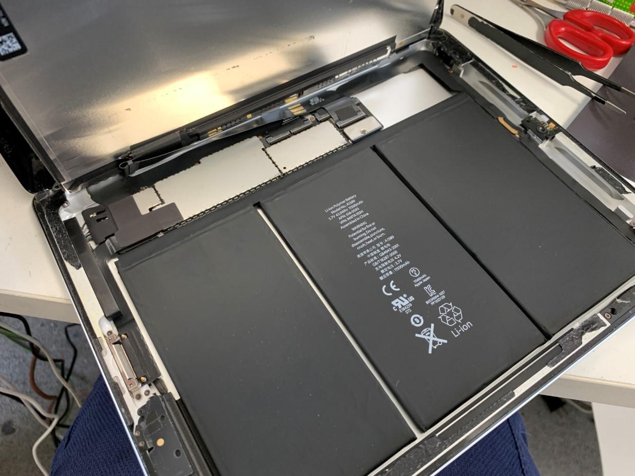 バッテリーがむき出しになったiPad第3世代