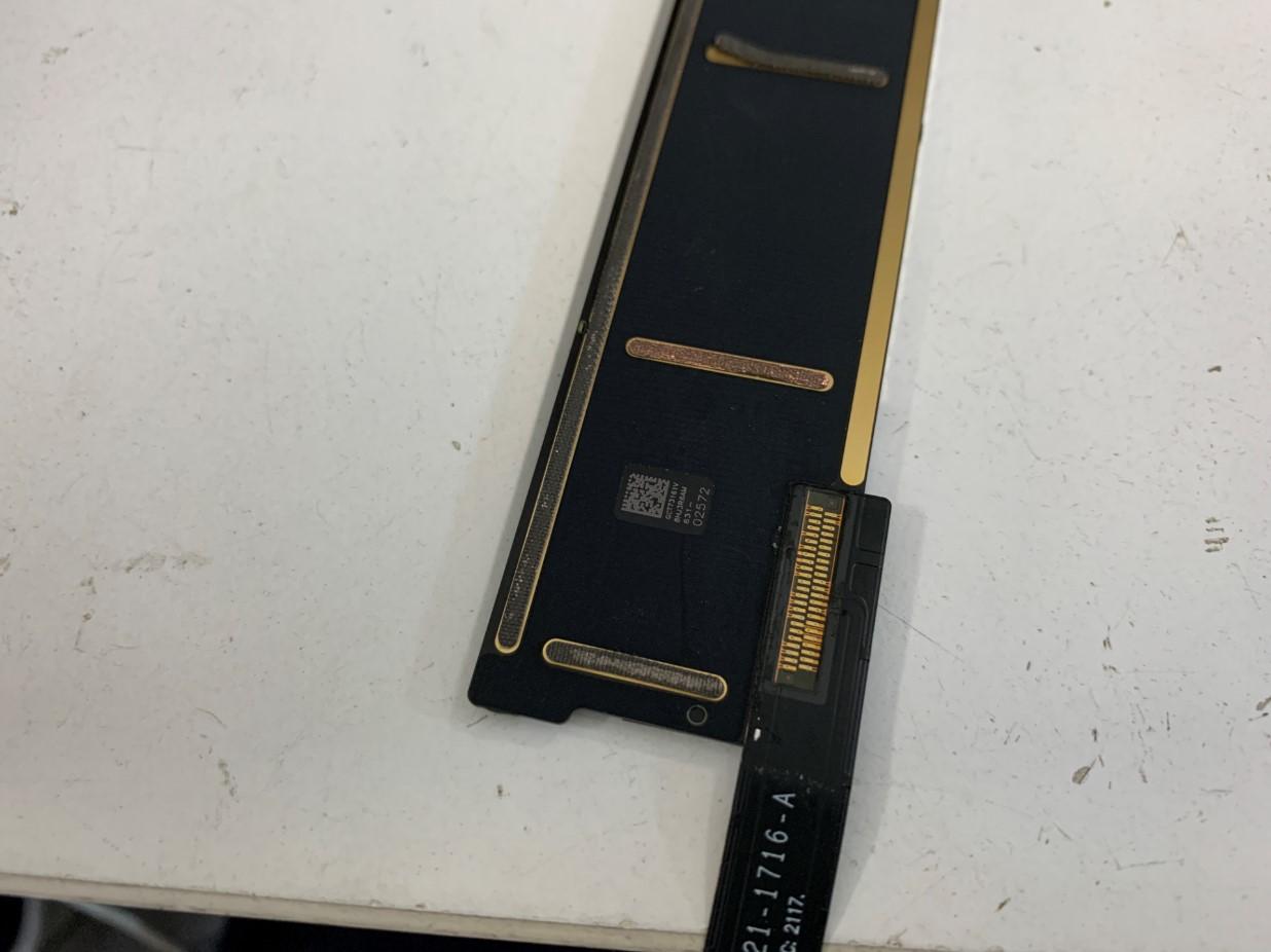 iPad第5世代の基板の接点部分