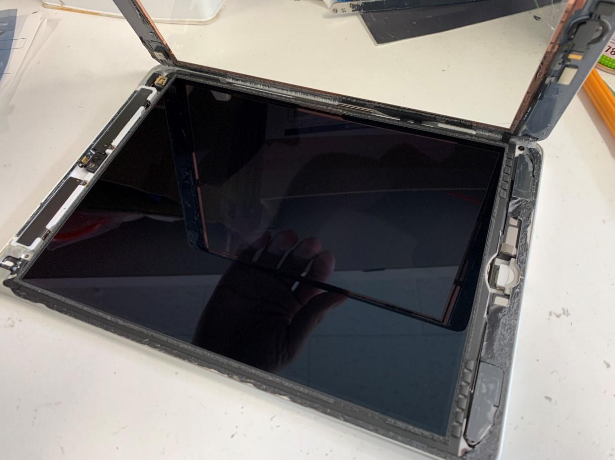 ガラスを大きく開いたiPad第5世代