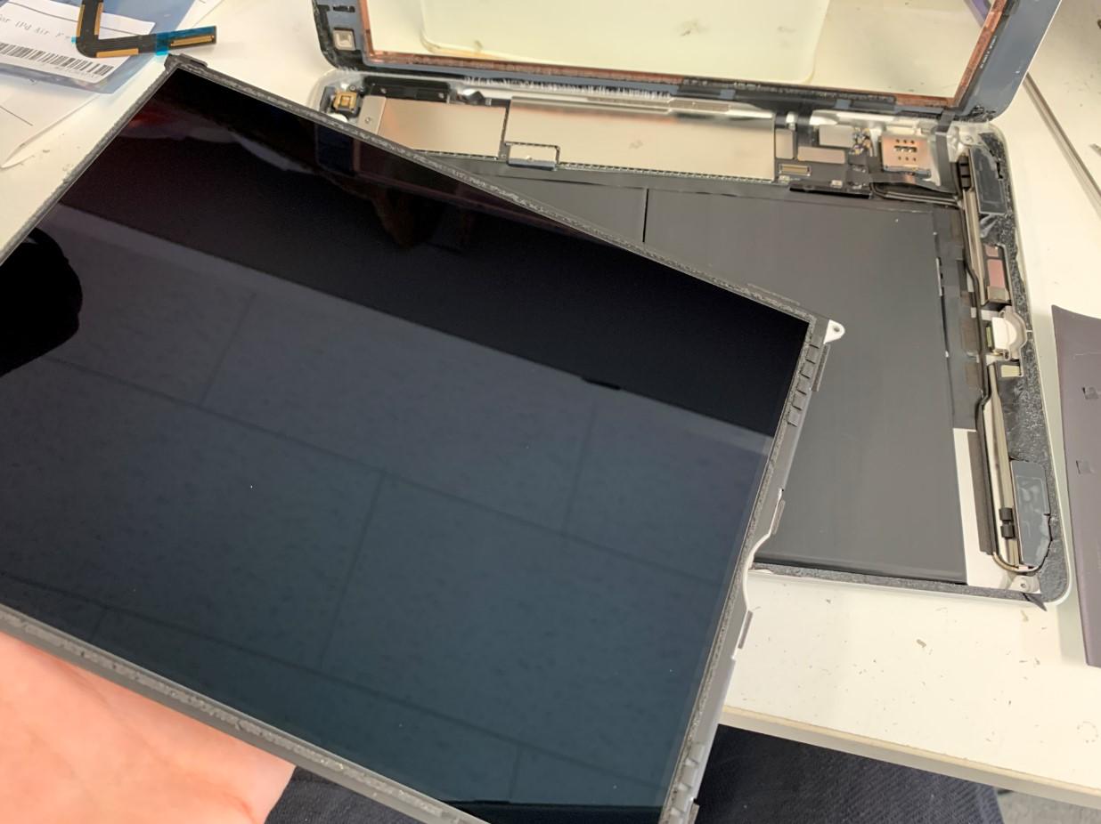 液晶を取り出したiPad第5世代