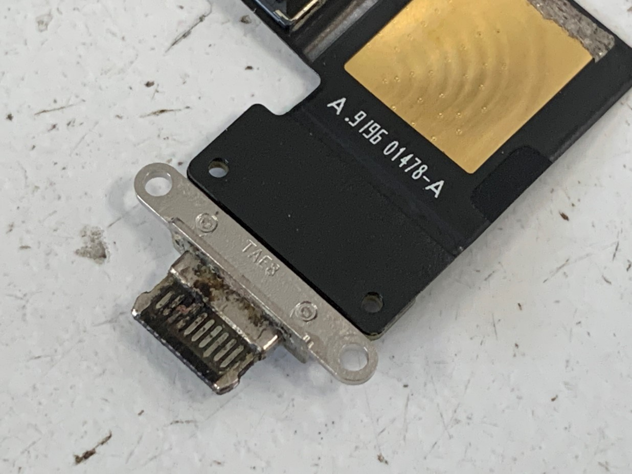 充電口パーツが腐食していたiPadPro 12.9 第3世代