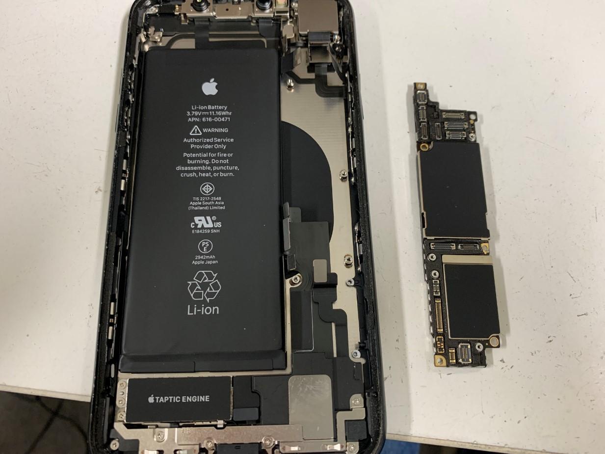 基板を本体から取り出したiPhoneXR
