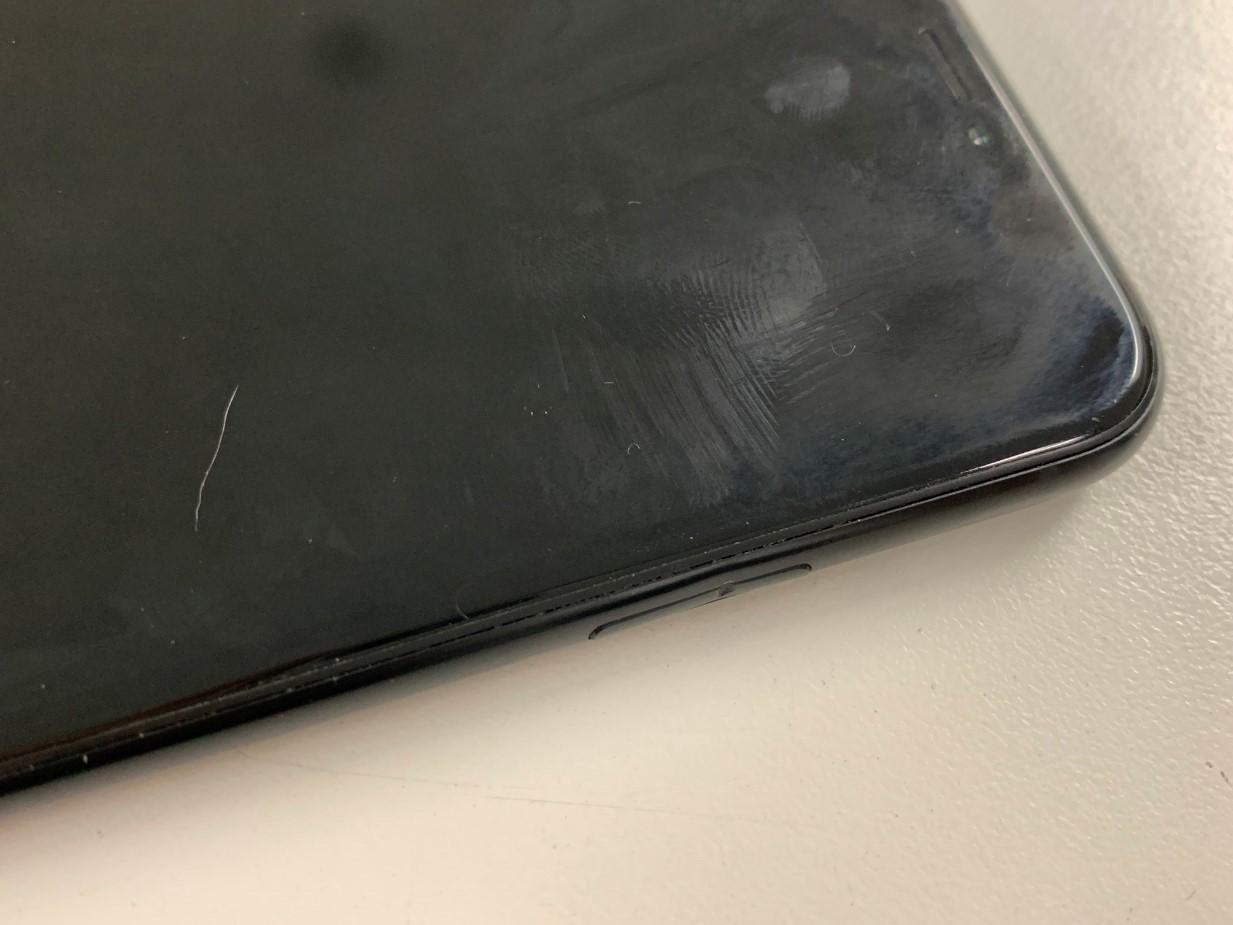 スリープボタンが陥没したiPhoneXR