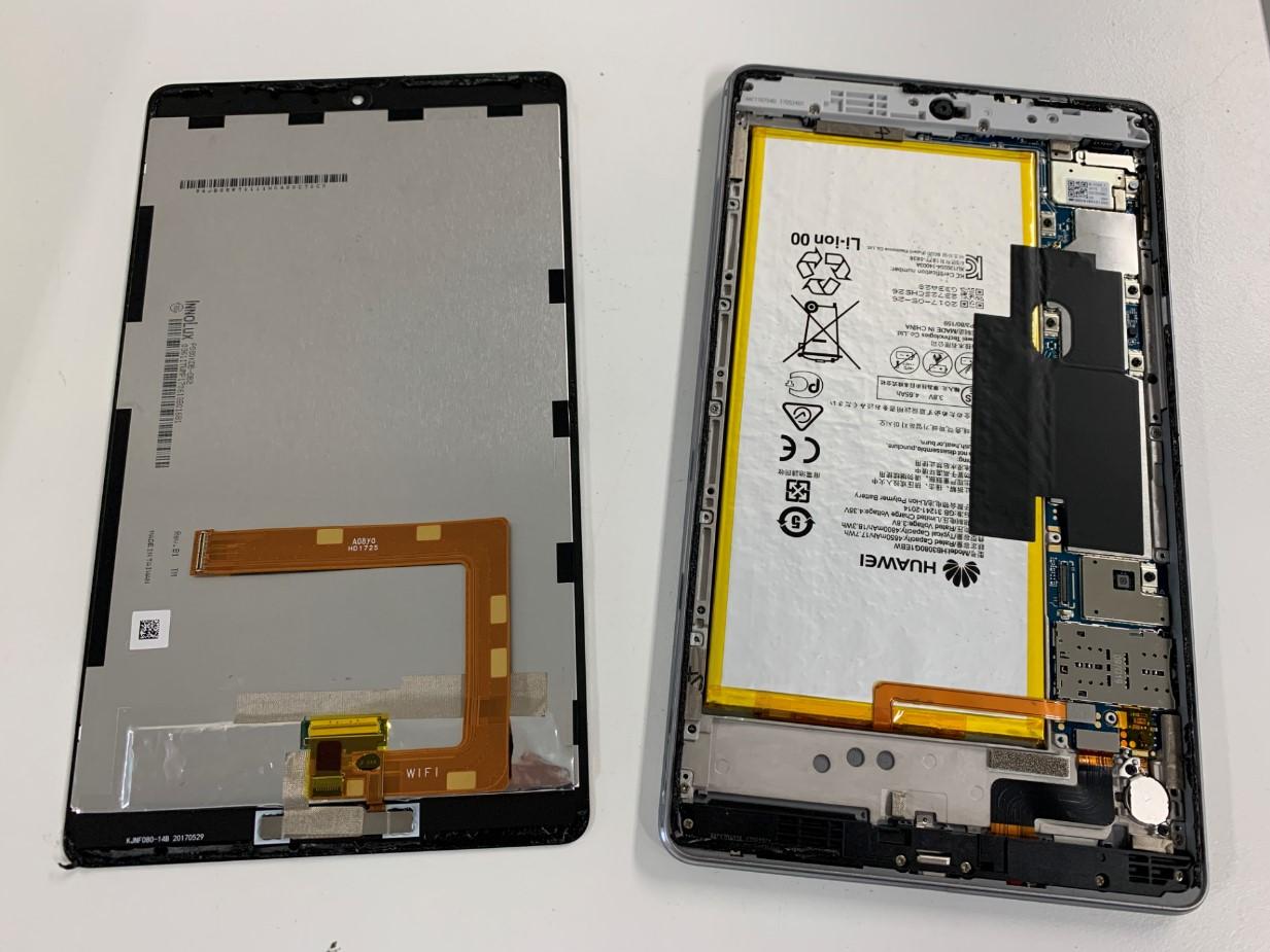 本体から画面パーツを取り出したMediaPad M3 lite 8