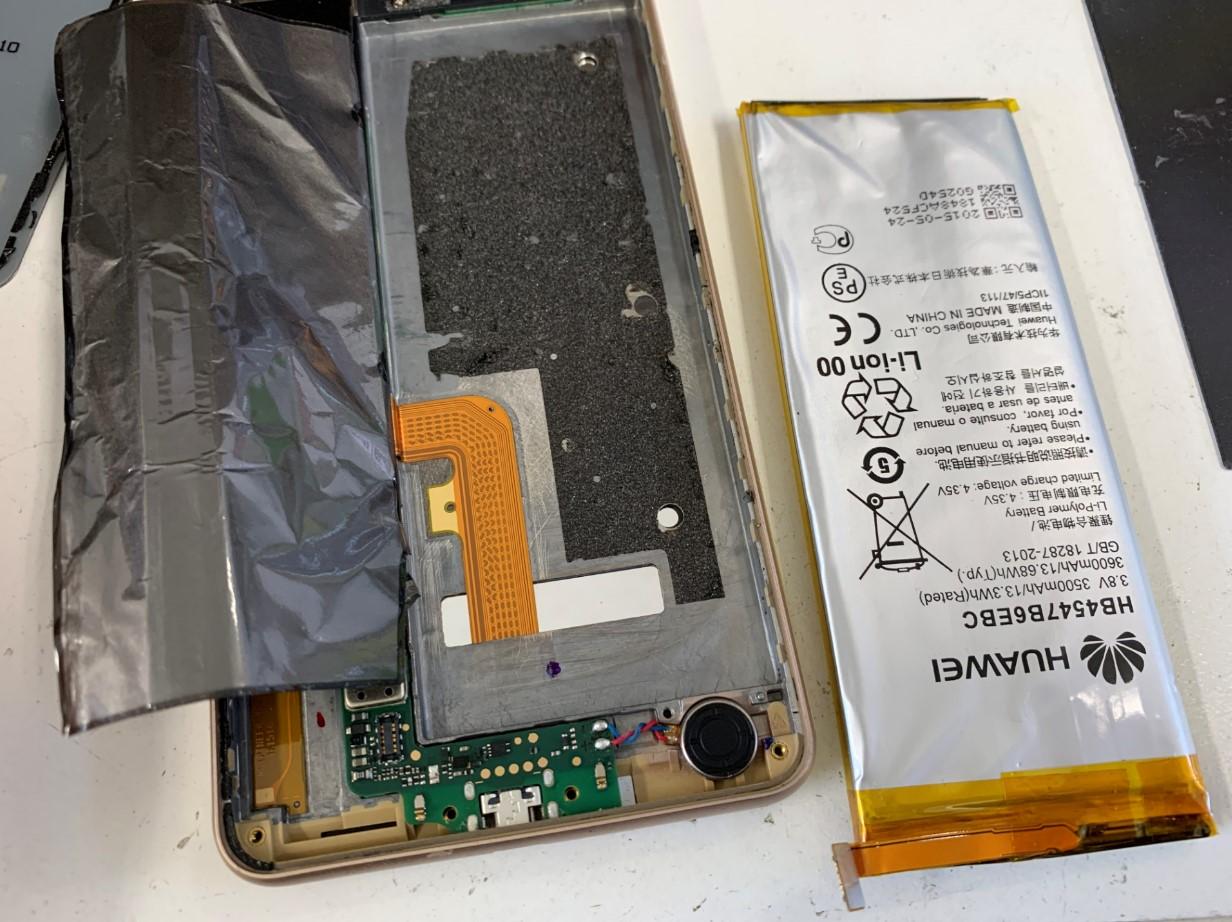 バッテリーを本体から取り出したhonor6Plus