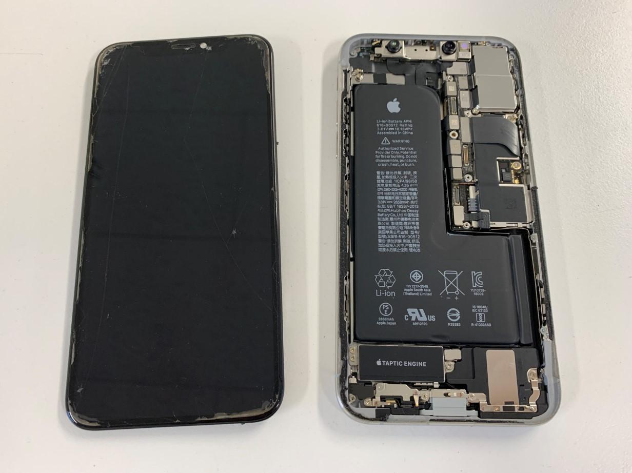 画面を剥がしたiPhoneXs
