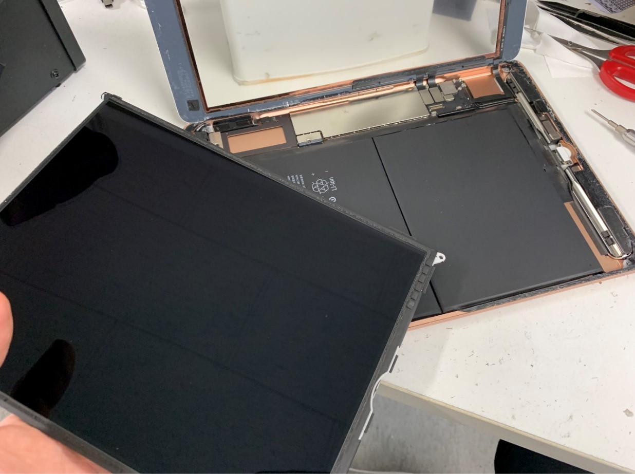 液晶画面を取り出したiPad第6世代