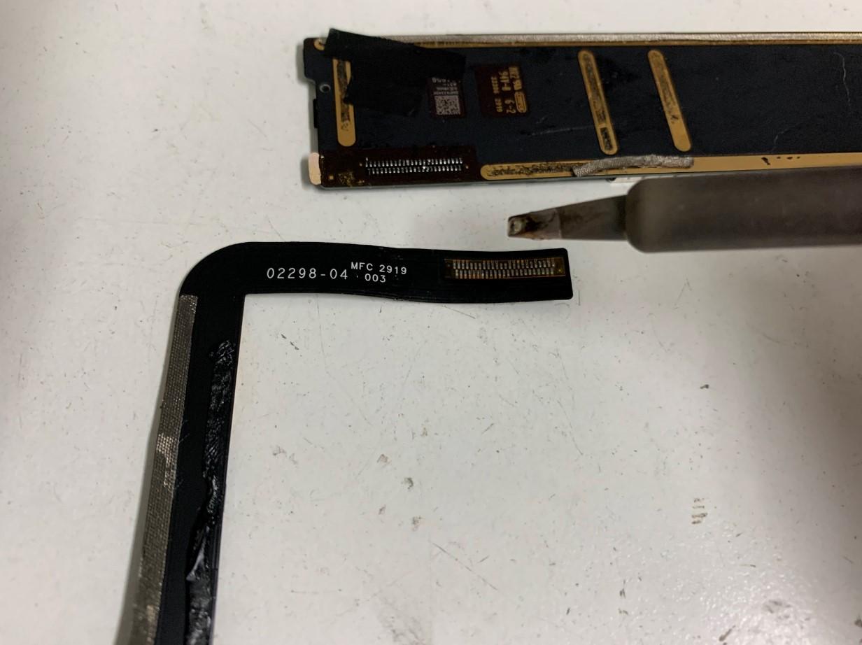 はんだ小手で充電口パーツを剥がしたiPad第7世代