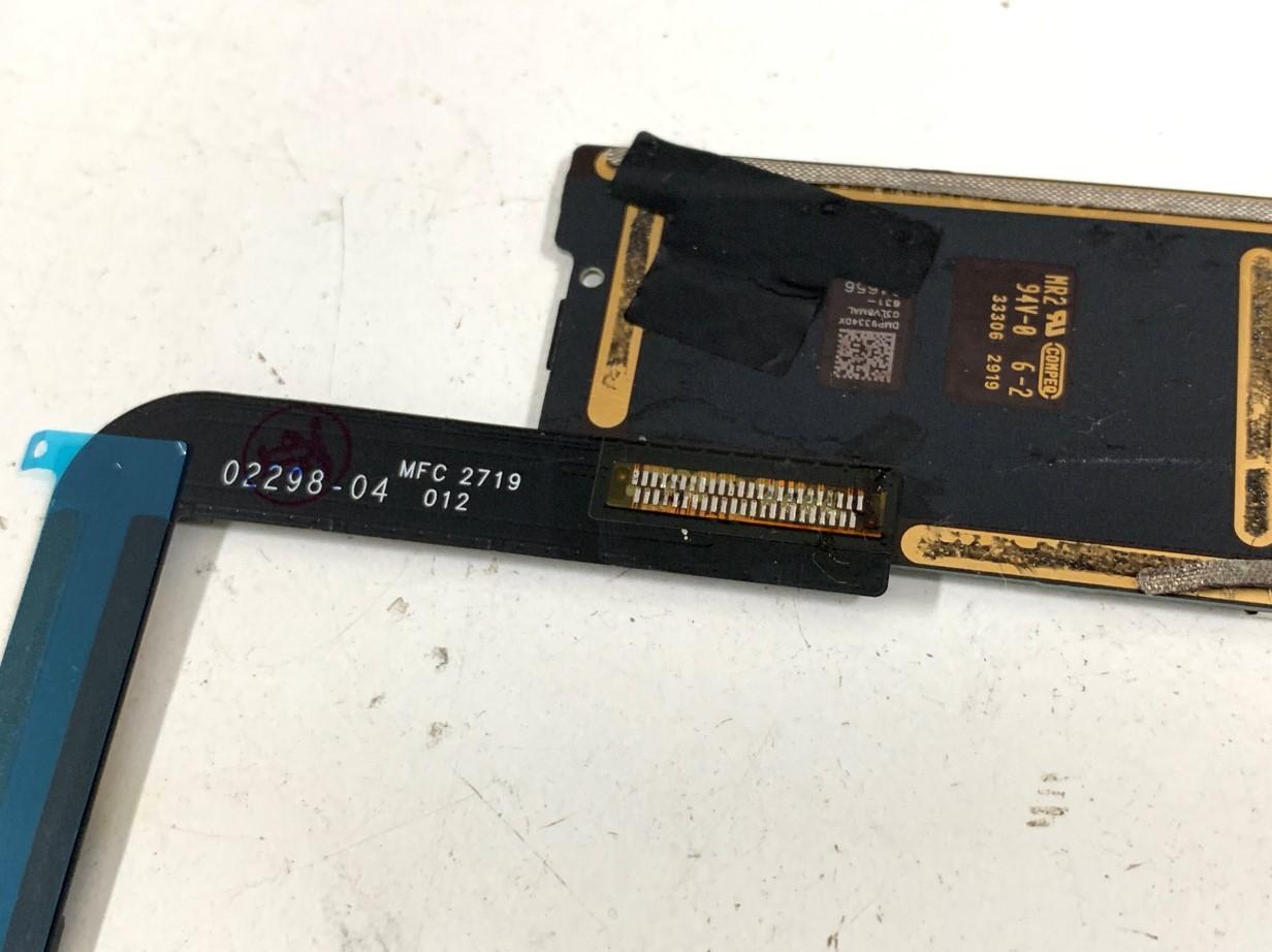 新品の充電口パーツをはんだ付けしたiPad第7世代