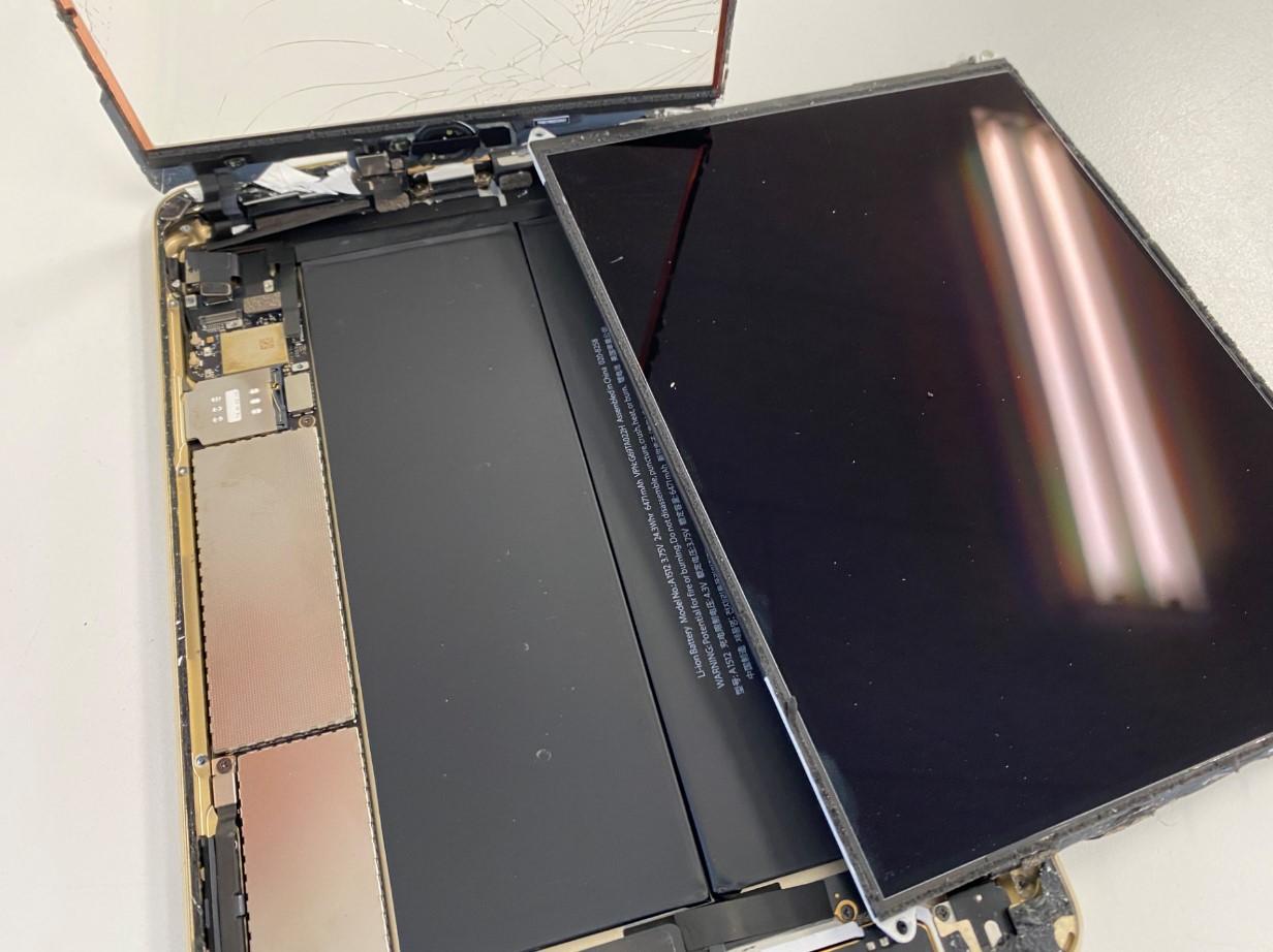 LCDを取り出したiPad mini3