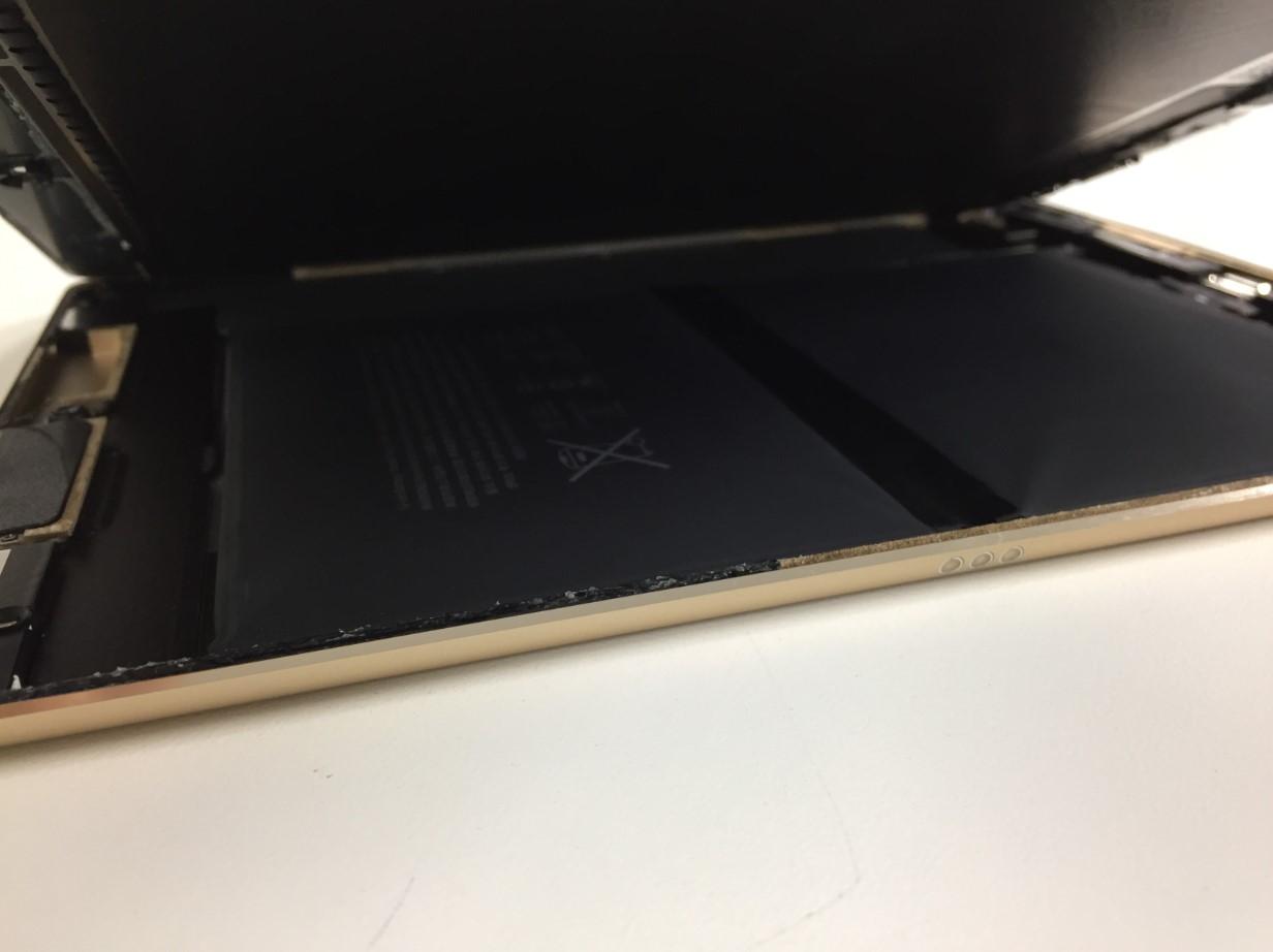 画面を剥がして持ち上げたiPadPro 9.7